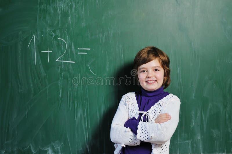 Na matematyk klasach szczęśliwa szkolna dziewczyna fotografia royalty free