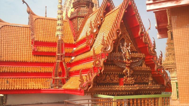 Na montanha alta est? o templo budista da caverna Tail?ndia do tigre fotografia de stock royalty free