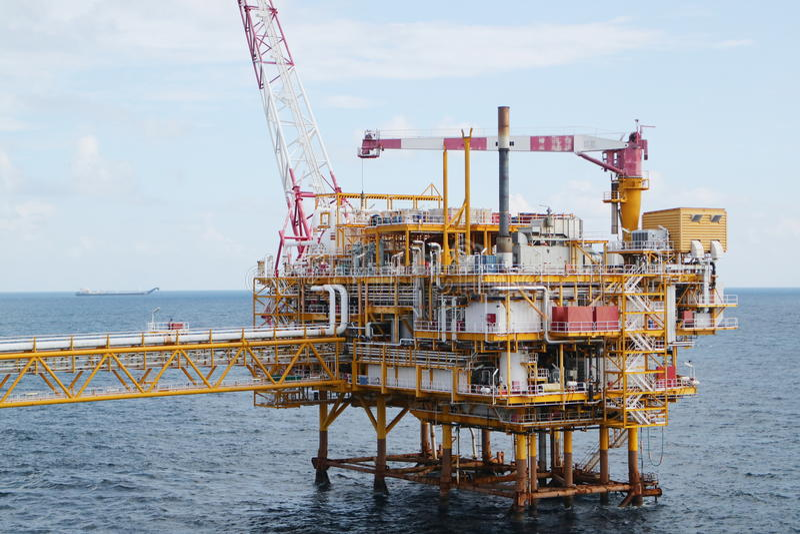 Na morzu budowy platforma dla produkci ropa i gaz, Ropa i gaz przemysł obraz royalty free