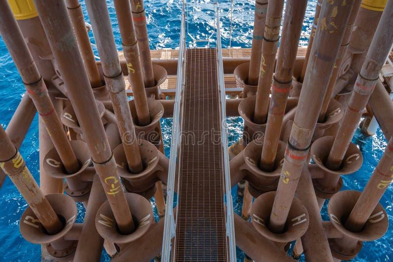 Na morzu Ropa I Gaz Casing drymba dla gacenie gazu produkci tubingu inside od korodujący przy daleką wellhead platformą i trzask obrazy royalty free