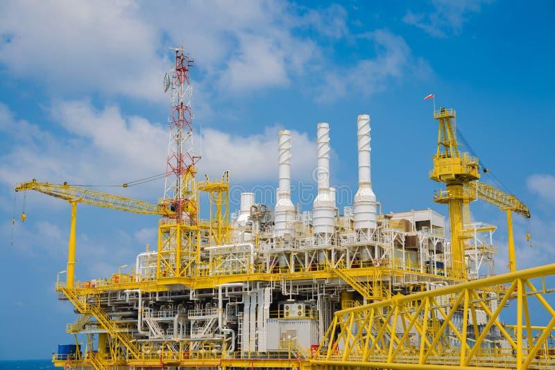 Na morzu ropa i gaz przerobowa platforma w zatoce Tajlandia, Ropa i gaz produkci platforma przy wierzchołkiem pokład fotografia royalty free