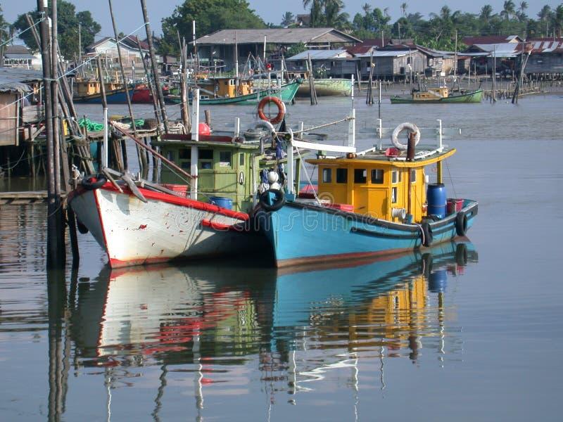 Download Na łodzi obraz stock. Obraz złożonej z rybacy, łodzie, shoreline - 34975