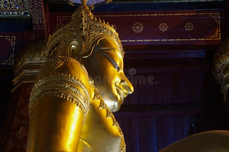 Na Phra Meru Ayutthaya Wat статуи Будды золота, Таиланд стоковое фото rf