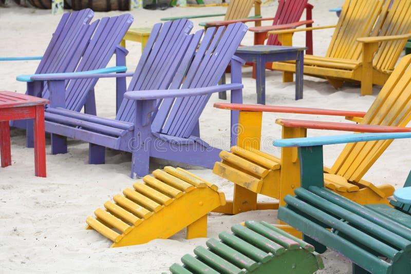 Na Plaży kolorowi Krzesła zdjęcie royalty free