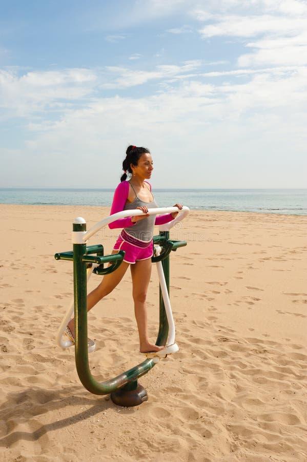 Na plaży sprawności fizycznej maszyna zdjęcie royalty free