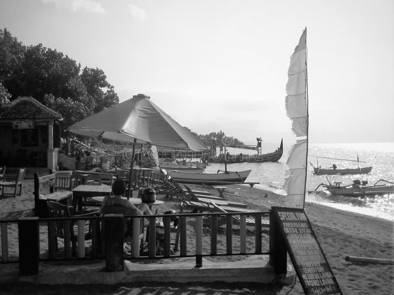 Na plaży wzdłuż północnego wybrzeża Bali fotografia royalty free
