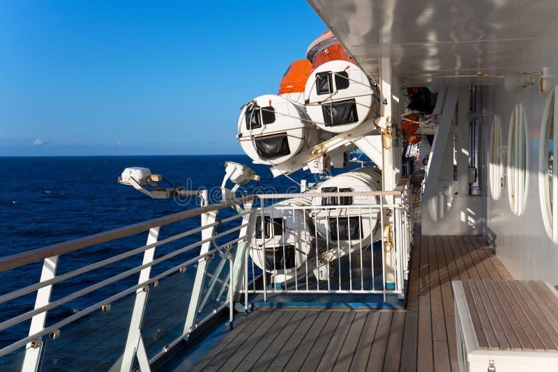 Na plataforma do navio imagens de stock