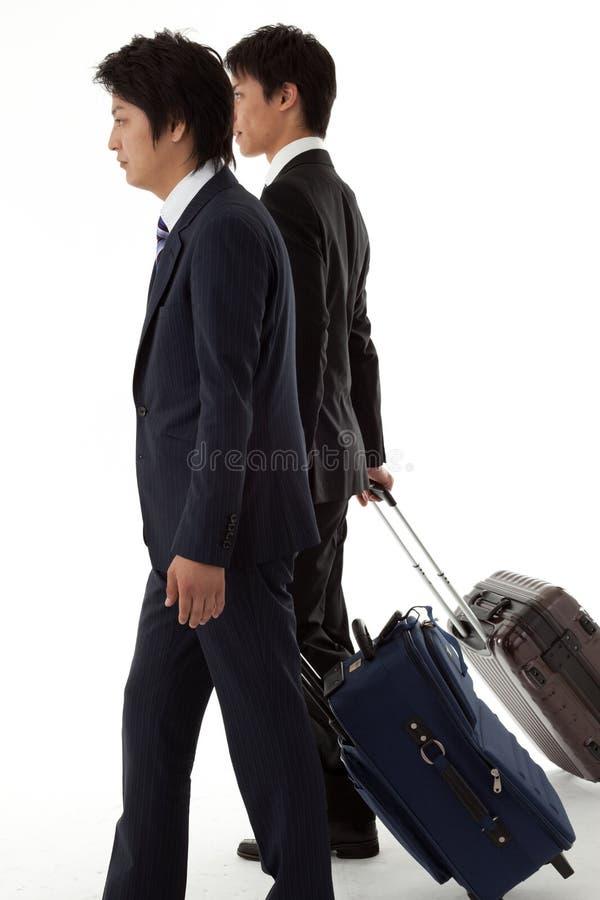 Na podróży służbowej młodzi biznesmeni. zdjęcia stock