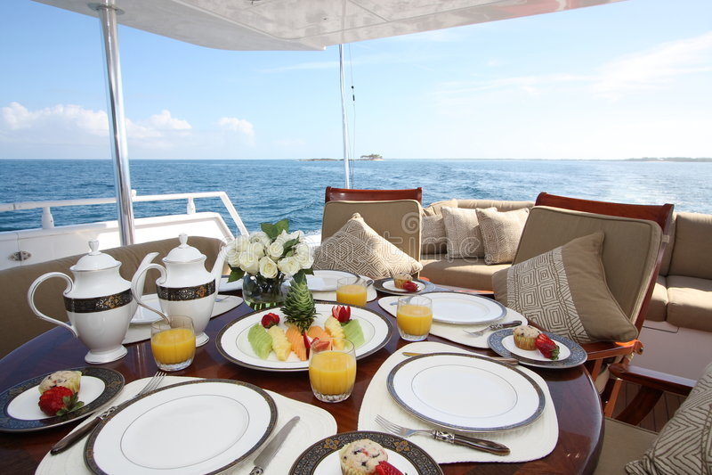 na pokładzie śniadanie obraz royalty free