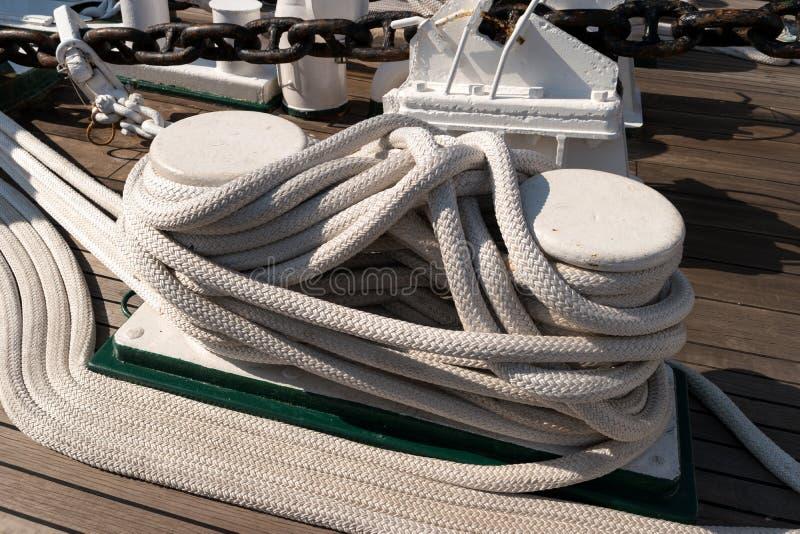 Na pokładzie żeglowanie stażowego statku obrazy stock