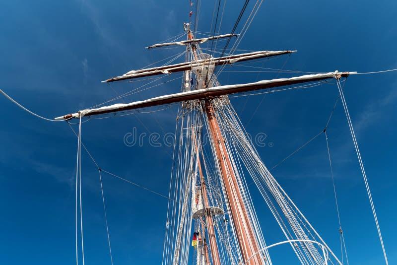 Na pokładzie żeglowanie stażowego statku obraz royalty free