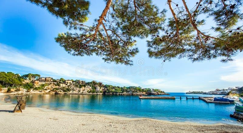 Na praia de Porto Cristo Mallorca imagem de stock royalty free