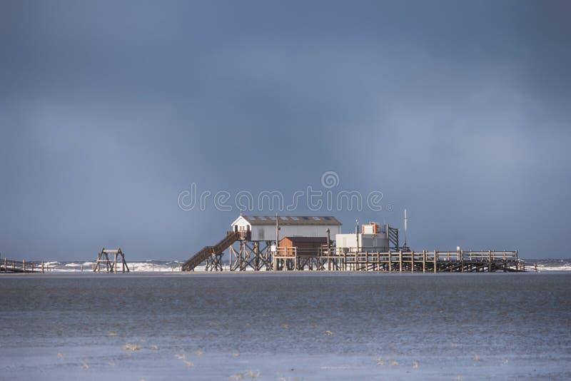 Na praia de St Peter-Ording imagens de stock royalty free