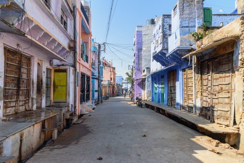 Na rua na vila do lago Sambhar Rajasthan India imagens de stock