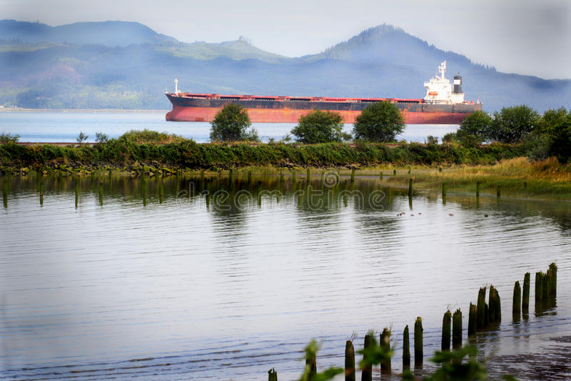 Na rzece rzeka statek. obrazy royalty free