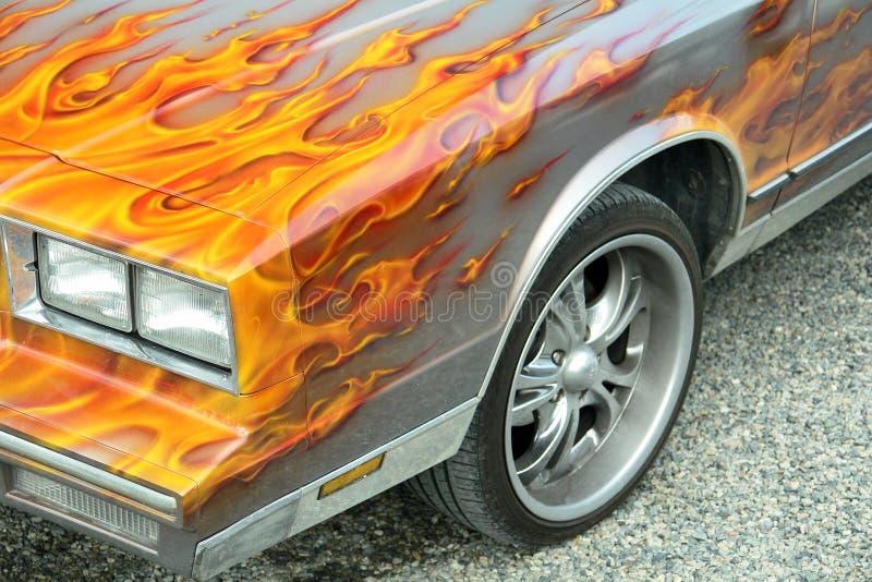 Na samochodzie dostosowywający płomienie zdjęcie stock