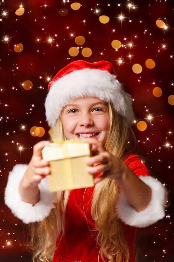na Santa che agita un regalo immagini stock libere da diritti