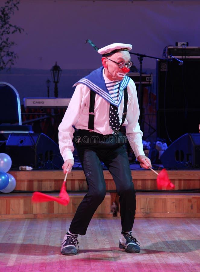 Na scenie, komediant, błazen, mim, scena aktor, theatre, ekranowy aktor, gwiazda ansamblu mima theatre mim i błaznuje Licedei, zdjęcie royalty free
