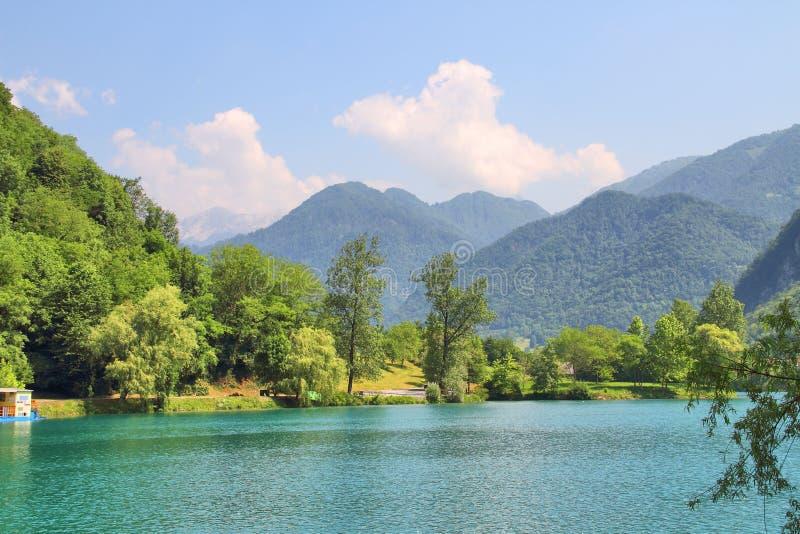 Na Soci, Slovenien för sjö vid de flesta royaltyfri bild