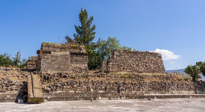 Na sombra de ruínas de Mitla imagem de stock royalty free