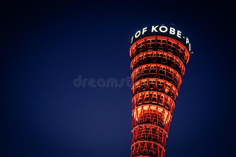 Na szczycie Kobe Port Tower rozjaśnia się w nocy dla japońskiej koncepcji podróży Kansai obraz royalty free