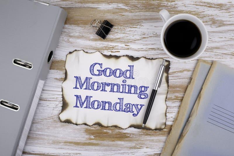 Na tabela um pedaço de papel e um texto - bom dia segunda-feira fotos de stock royalty free