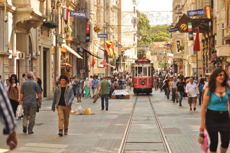 Na Taksim Ulicie rocznika tramwaj Istiklal zdjęcie stock