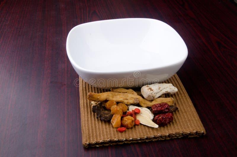 Na tle chińska ziołowa medycyna zdjęcie stock