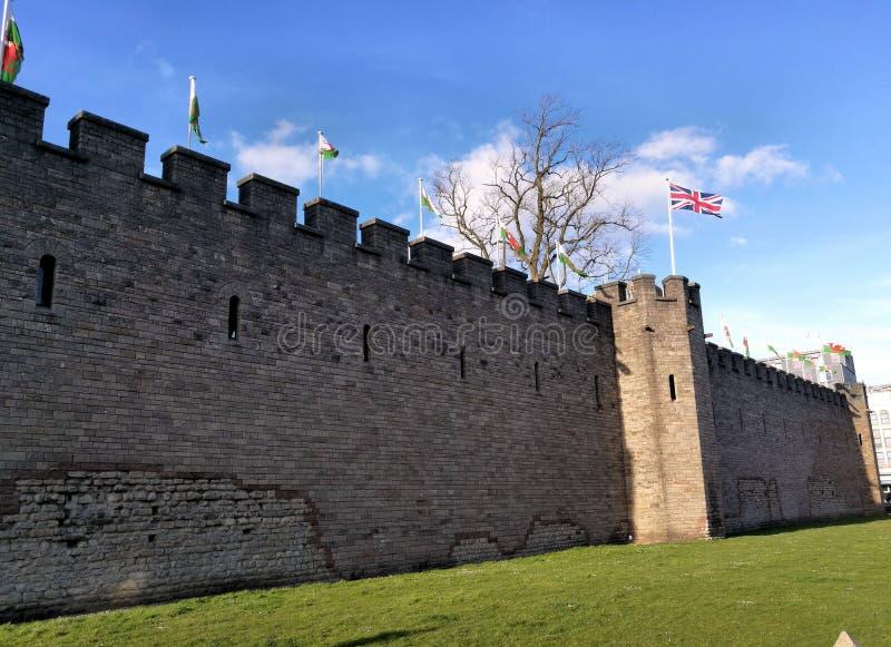 Na zewnątrz ściany w Cardiff kasztelu Walia, Zjednoczone Królestwo fotografia stock