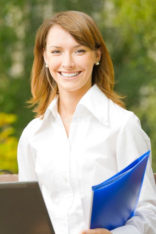 na zewnątrz bizneswoman fotografia stock