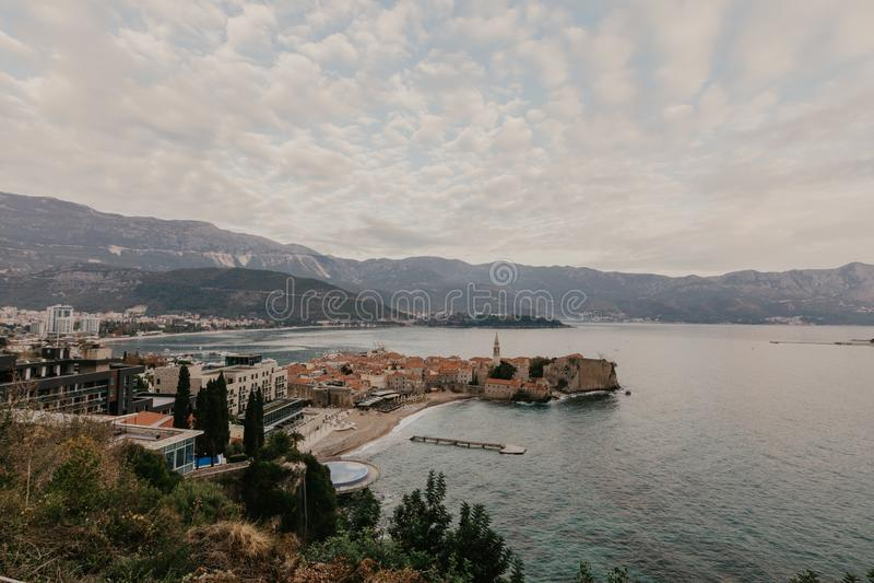 Naai mening aan de Oude Stad od Budva in Montenegro royalty-vrije stock afbeelding