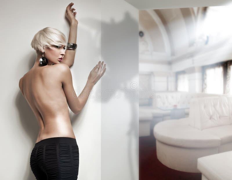 Naakte blonde schoonheid stock foto's