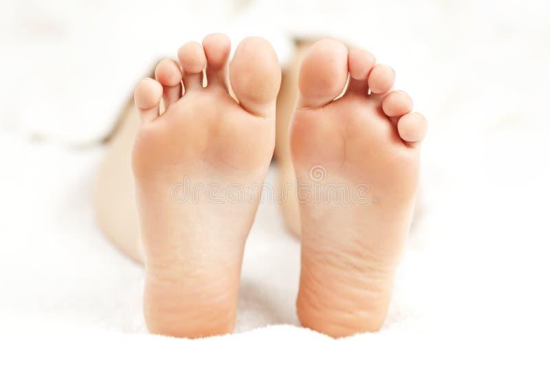 Naakte ontspannen voeten royalty-vrije stock afbeelding