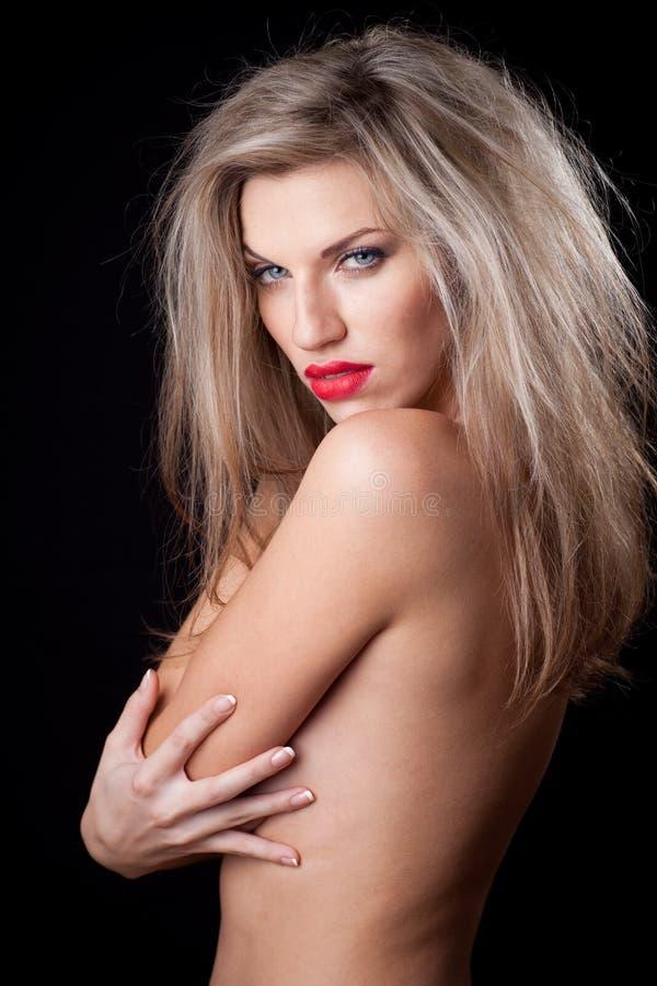 Naakte vrouw op een zwarte achtergrond stock afbeelding