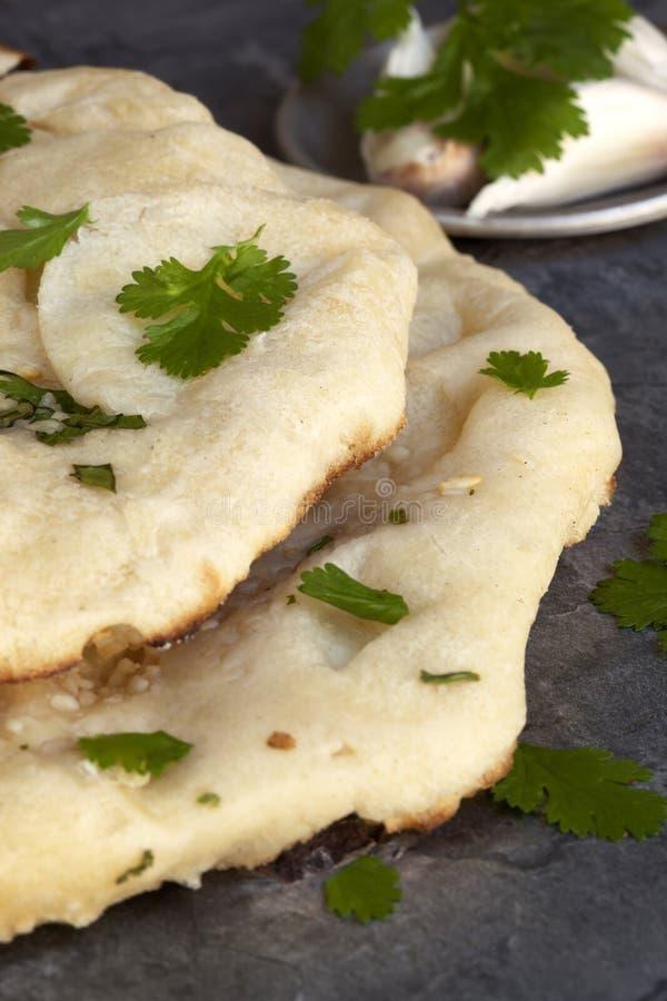 Naan面包用香菜和大蒜 库存图片