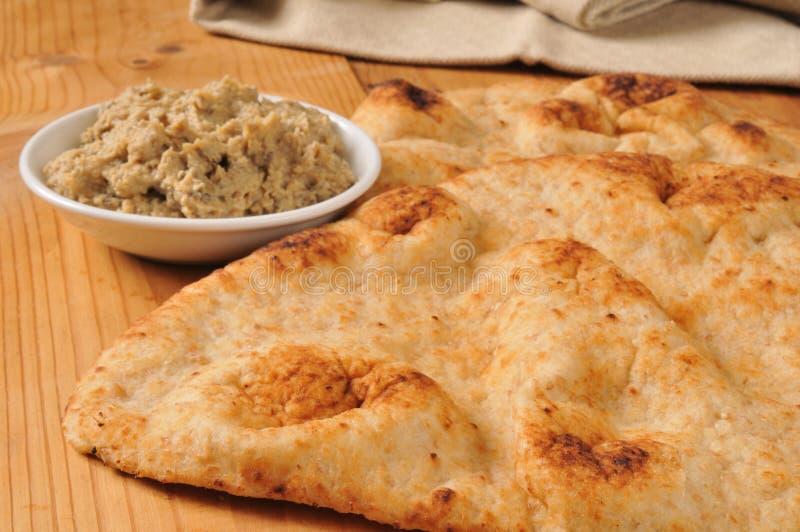 Download Naanbrood Met Zwarte Olijfhummus Stock Afbeelding - Afbeelding bestaande uit heet, kruid: 39117091