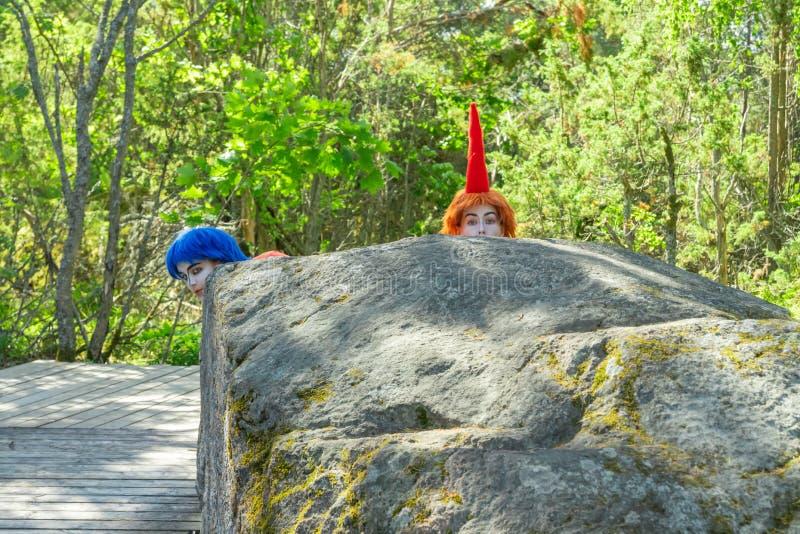 Naantali, Finland - 28 Juni, 2019: Thingumy en Loodje in park Moominworld bij zonnige de zomerdag stock foto