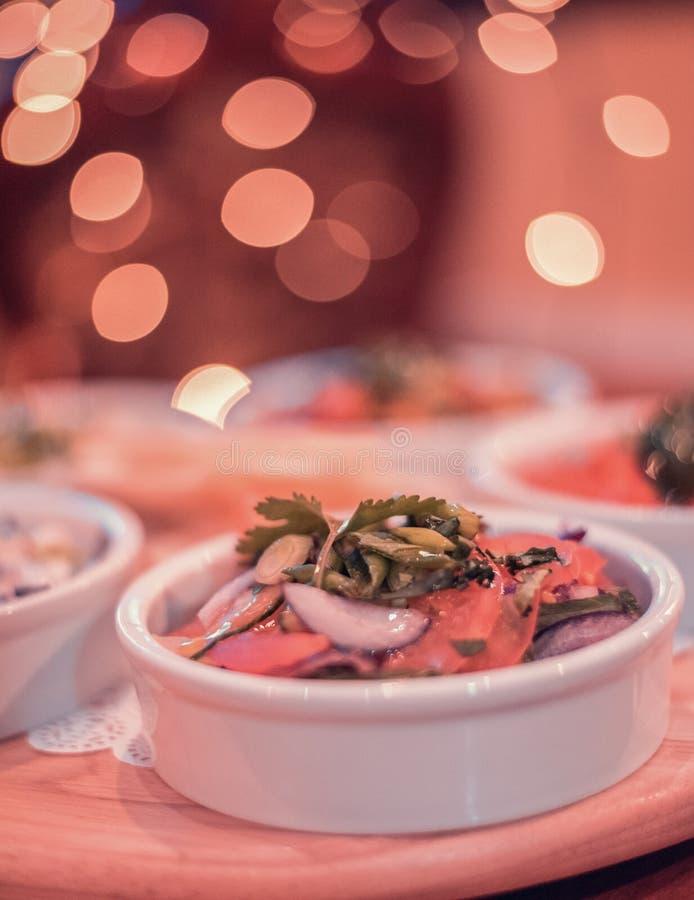 Naar huis gemaakte Kekerssalade stock afbeeldingen