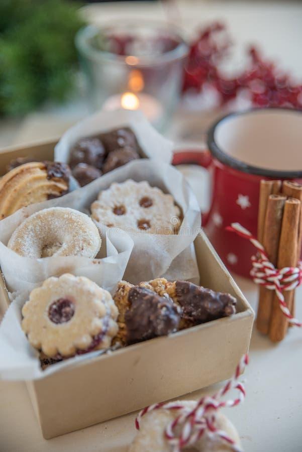 Naar huis gemaakte Kerstmiskoekjes royalty-vrije stock foto's