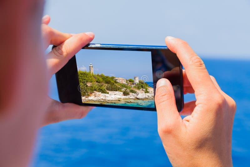 Naar huis het nemen van reisgeheugen stock afbeeldingen