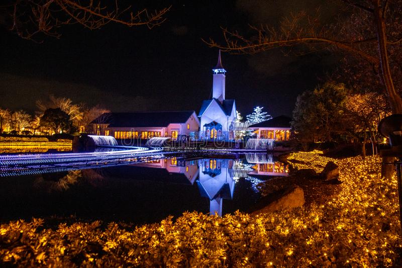 Nabana geen Sato-tuin in de winterverlichting, Japan stock foto's