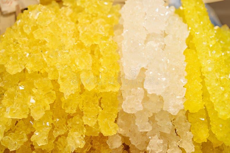 Nabat是波斯番红花冰糖,被结晶的糖,调味用番红花 免版税库存照片