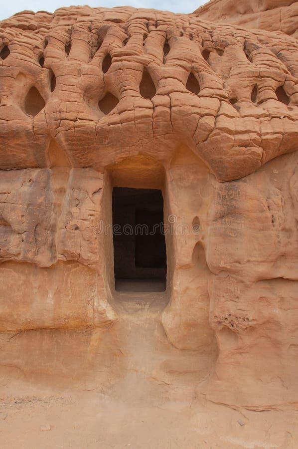 Nabatean坟茔在Madaîn萨利赫考古学站点,沙特阿拉伯 免版税库存图片