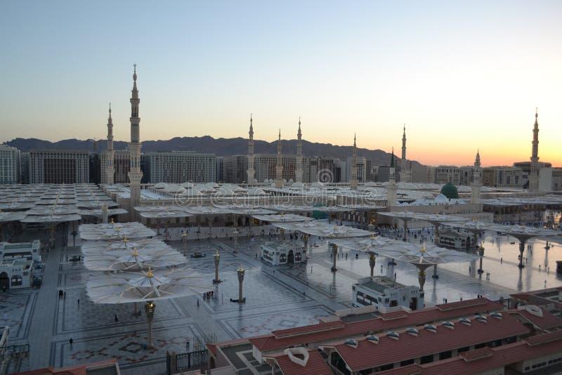 Nabawi Moschee in Medina am Morgen lizenzfreie stockbilder