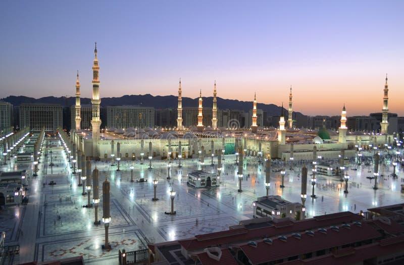 Nabawi moské i Medina på skymningen fotografering för bildbyråer