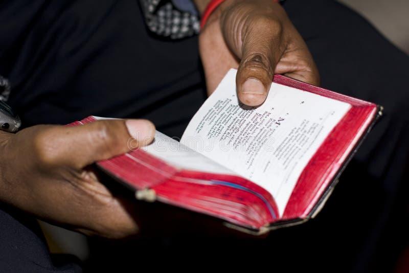 Nabożeństwo Modlitewne Z książką zdjęcia royalty free