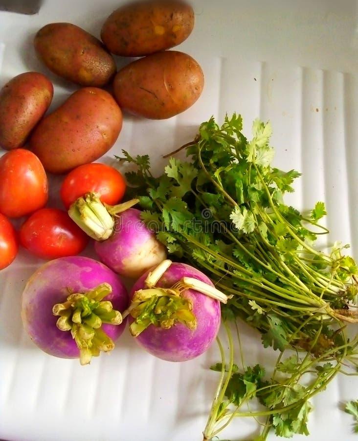 Nabos vegetais batatas e x27;s tomates pic alimentos saudáveis fotografia de stock