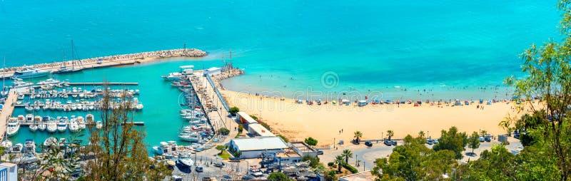 Nabrzeże z marina i plaża w miejscowości wypoczynkowej Sidi Bou Powiedzieliśmy T fotografia royalty free