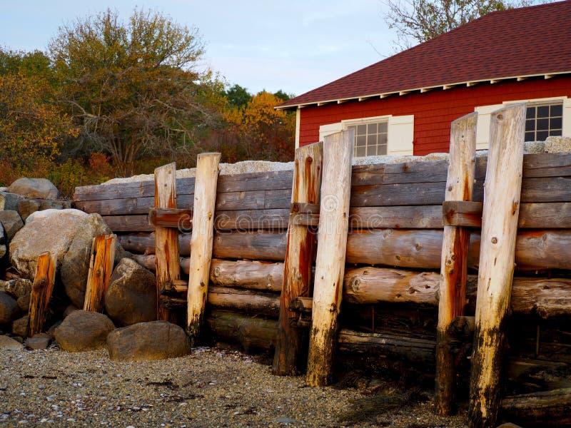 Nabrzeżna Maine scena z Boathouse zdjęcia stock