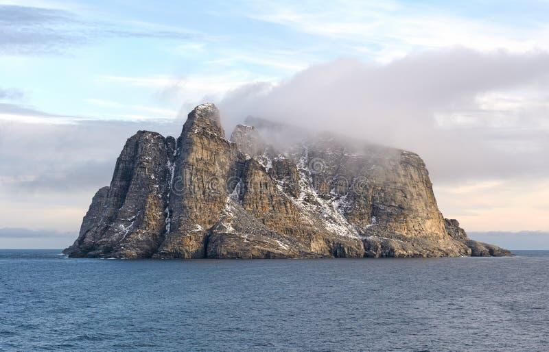 Nabrzeżne chmury na Jałowej wyspie fotografia stock
